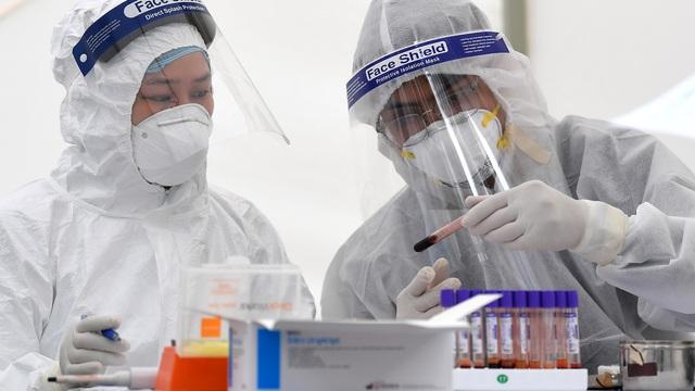 Cập nhật sáng 12/4: Việt Nam là quốc gia đứng đầu về số người được xét nghiệm trên 1 ca mắc Covid-19