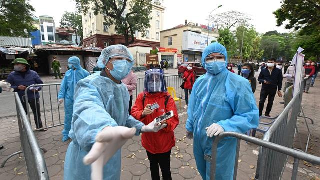 """Từ 'bài học đắt giá' ở BV Bạch Mai: Một loạt bệnh viện đã dựng """"vành đai"""" chống dịch xâm nhập như thế nào?"""