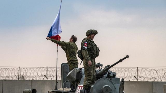 """""""Kinh nghiệm"""" và """"vũ khí"""" mới là """"mẻ cá lớn"""" ở Syria: Mỹ đã """"vẫy cờ trắng"""", Nga không ngại mà chiếm thế độc tôn?"""