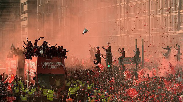Cảnh sát Anh lo ngại dịch Covid-19 sẽ nghiêm trọng hơn khi Liverpool vô địch Premier League