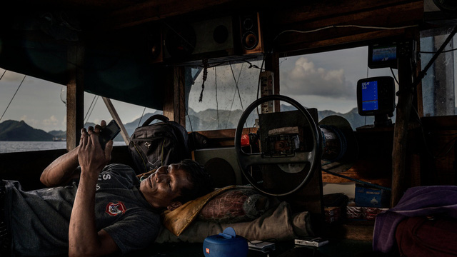 """Ngư dân Indonesia đối mặt tàu cá TQ: """"Họ vào vùng biển của chúng tôi và phá hủy mọi thứ"""""""