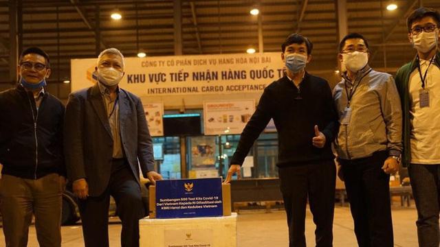 Indonesia đón nhận bộ xét nghiệm virus SARS-CoV-2 từ Việt Nam
