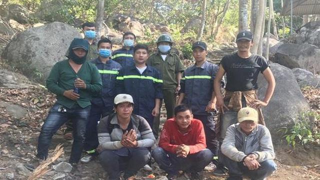 """Giải cứu nhóm """"phượt thủ"""" đi hái lan lạc trên núi Chứa Chan"""