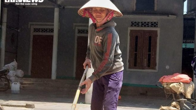 Người nghèo Hà Tĩnh bác tin bị ép buộc, khẳng định tự nguyện nhường tiền hỗ trợ