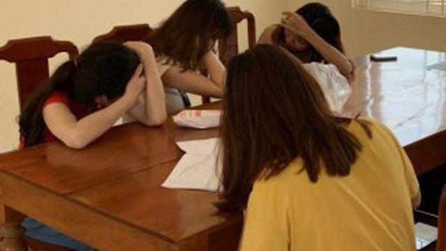 """4 cô gái bán dâm tại nơi được mệnh danh """"phố Ma Cao"""" ở Quảng Bình"""