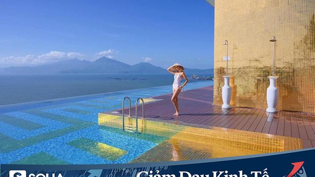 """Bên trong khách sạn có bể bơi vô cực dát vàng đang giảm """"sốc"""", nghỉ 1 đêm miễn phí 1 đêm"""