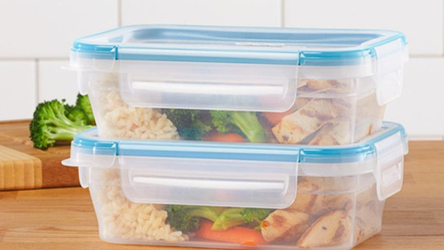 Nếu cứ dùng hộp đựng thực phẩm sai cách thế này thì chỉ khiến thức ăn thêm vi khuẩn mà thôi