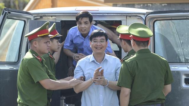 Tuyên án vụ gian lận thi cử ở Hòa Bình: Nguyên Trưởng phòng Khảo thí 8 năm tù, hiệu trưởng trường nội trú 10 năm tù