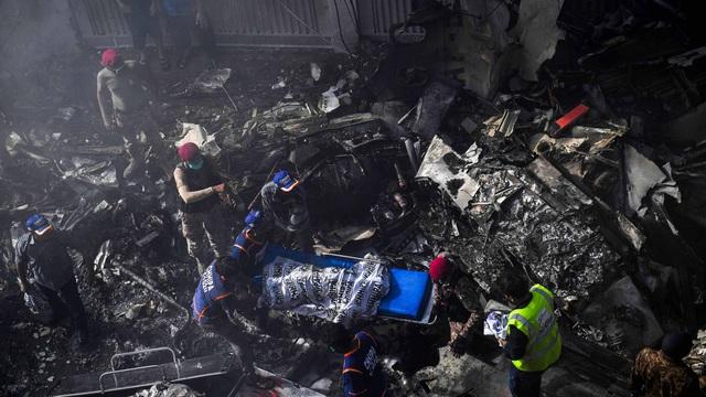 Pakistan: Máy bay rơi làm hơn 100 người thiệt mạng, thủ tướng Imran Khan ra lệnh điều tra nguyên nhân