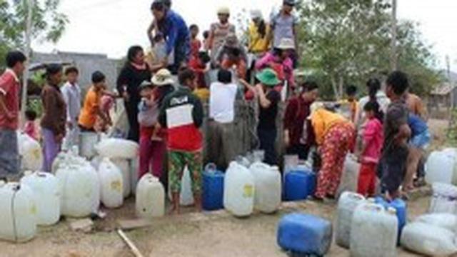 Nắng hạn hoành hành, người dân ở 'chảo lửa' Ninh Thuận loay hoay tìm nước uống