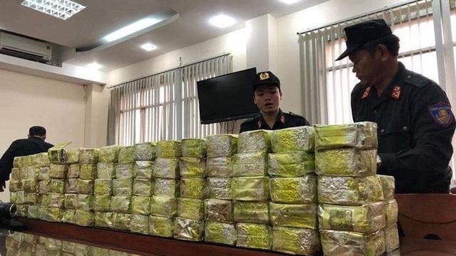 """Người đàn ông Đài Loan vận chuyển gần 317 kg ma túy, xin """"bồi dưỡng"""" CSGT bất thành"""