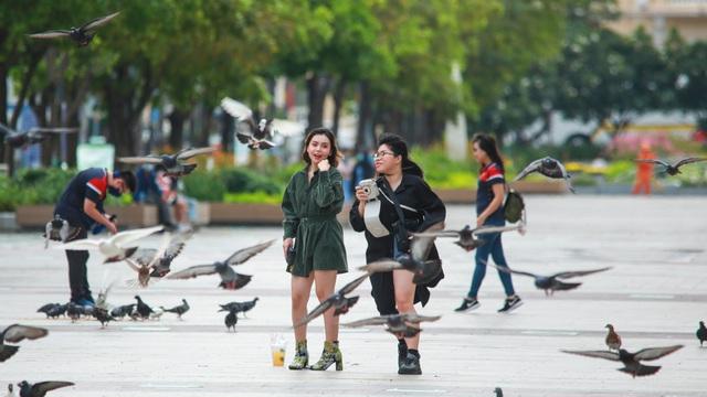 [ẢNH] Giới trẻ kéo nhau đi check-in phố xá TP.HCM dịp nghỉ lễ 30/4