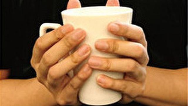 Thói quen cầm cốc nước sẽ tiết lộ cách sống của bạn trong xã hội này, là người nhạy cảm, thường suy nghĩ hay thoải mái vô tư