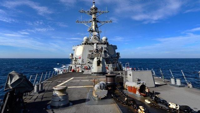 Tàu khu trục Mỹ đi qua eo biển Đài Loan