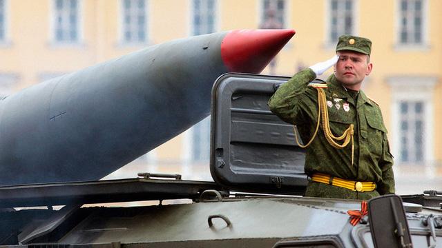 """Vũ khí hạt nhân chiến thuật: """"Trò chơi"""" mới đầy nguy hiểm giữa Mỹ và Nga"""