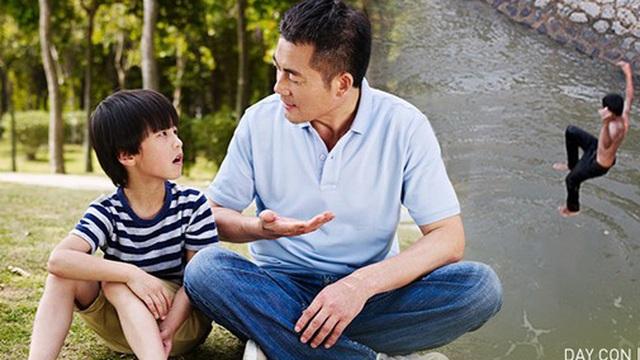 Con trai nhỏ đòi tắm sông, bố giả vờ đồng ý nhưng làm 1 hành động khiến con học được tính cẩn thận suốt đời