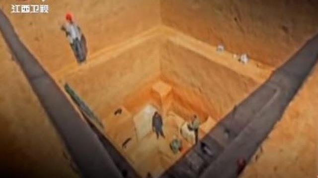 Mở nắp quan tài ở ngôi mộ 3.000 năm tuổi, nhà khảo cổ kinh ngạc nhìn thấy một thứ