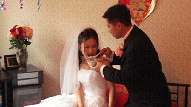 Kết hôn 3 ngày, vợ mới cưới bỏ nhà đi khiến người chồng hoang mang, đi tìm mới biết được những nguyên nhân đắng lòng từ đối phương