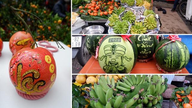 Thị trường hoa quả ngày 29 Tết: Chuối xanh đẹp lên tới gần 500 nghìn/nải, phật thủ cả triệu đồng/quả vẫn hút khách