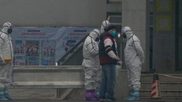 Lệnh đóng cửa Vũ Hán: 11 triệu dân bị 'giam lỏng', ăn Tết ngay tại tâm dịch bệnh