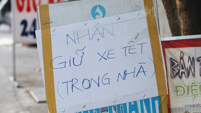 Dịch vụ giữ xe máy xuyên Tết cho người dân rời Sài Gòn về quê hốt tiền triệu mỗi ngày
