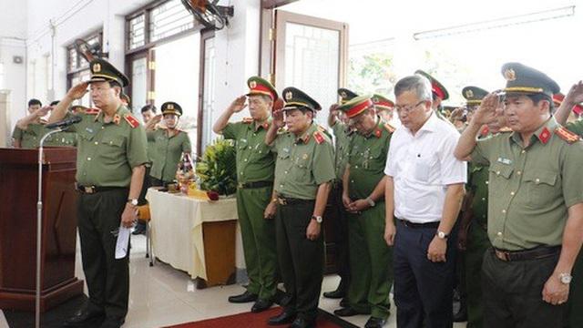 Bộ Công an thăng cấp hàm cho cảnh sát khu vực bị đâm vào ngày 30 Tết