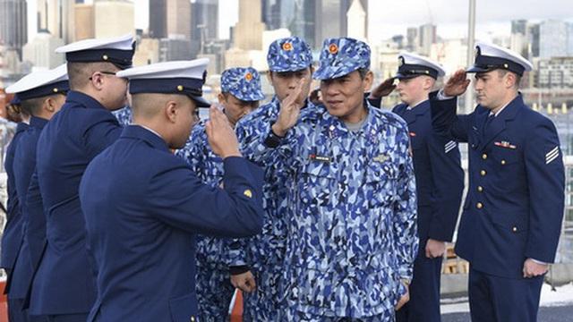 [ẢNH] Cảnh sát biển Việt Nam thăm tàu tuần tra USCGC John Midgett sắp được Mỹ bàn giao