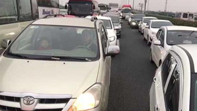 Kẹt xe BOT chậm xả trạm, cao tốc Ninh Bình – Pháp Vân ùn tắc chiều về Hà Nội