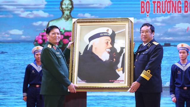 Bộ trưởng Quốc phòng Ngô Xuân Lịch làm việc với Quân chủng Hải quân