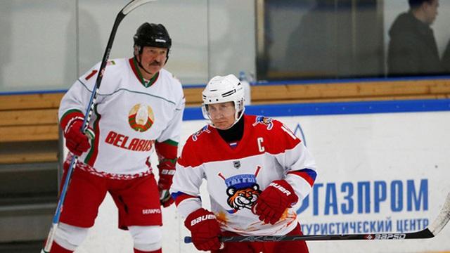 Tổng thống Putin đấu khúc côn cầu trên băng cùng người đồng cấp Belarus