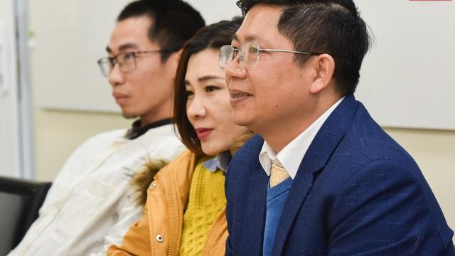 Cựu sinh viên Bách khoa Hà Nội hỗ trợ trường sản xuất dung dịch sát khuẩn