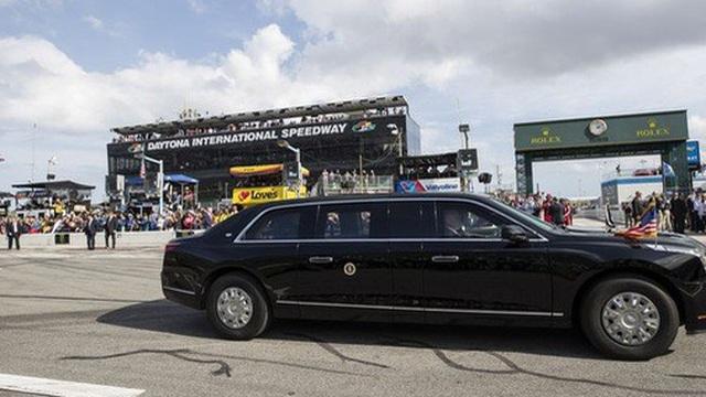 Tổng thống Trump tự tay lái Quái thú trên đường đua danh giá nhất của Mỹ
