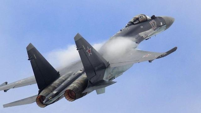 """Cận cảnh """"bóng ma"""" bầu trời của Nga tung hỏa lực nghiền nát kẻ thù"""