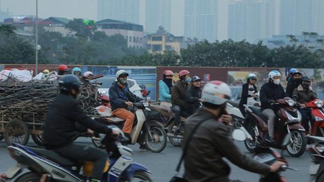 """Ảnh: Cảnh chen chúc, lạng lách đánh võng tại các """"điểm đen"""" ùn tắc mới phát sinh trên địa bàn thành phố Hà Nội"""