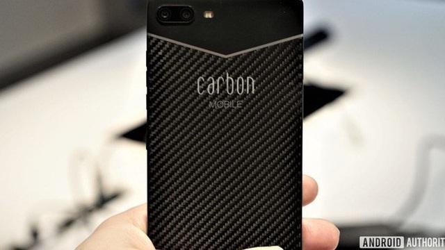 Đây là chiếc smartphone được làm bằng sợi carbon đầu tiên trên thế giới