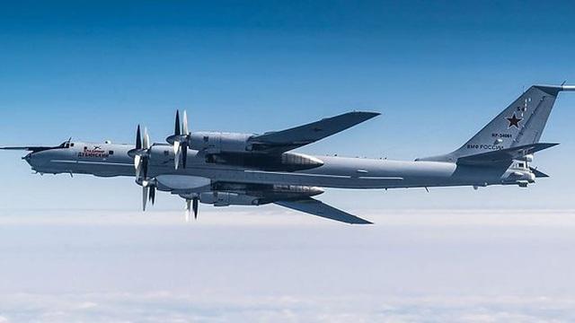 """""""Sát thủ săn ngầm"""" Tu-142 của Nga thị uy ngay trước thềm NATO tập trận"""