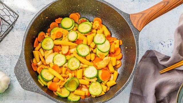 Gà xào rau củ - đủ chất ngon cơm