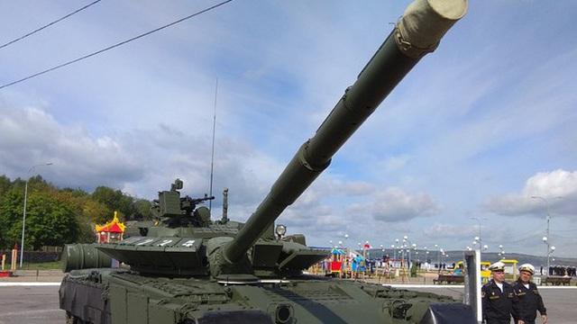 """Cận cảnh """"xe tăng bay"""" T-80BVM của Nga phô diễn sức mạnh hủy diệt"""