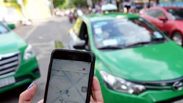 """TP.HCM: Kiến nghị lùi thời gian gắn cụm từ """"xe taxi, hợp đồng, du lịch"""" với taxi công nghệ"""