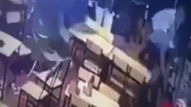 Quảng Trị: 5 đối tượng xông vào chém người trong quán nhậu ra đầu thú
