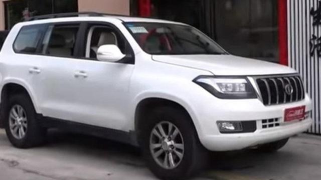 Land Cruiser sắp có bản siêu fake tại Trung Quốc: Dùng động cơ V8, lắp logo Infiniti... ngược