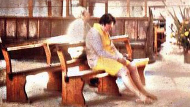 6 tháng sau khi đi du lịch trở về, người phụ nữ phát hiện hình bóng kì lạ trong bức ảnh chụp trong chuyến đi đến nhà thờ