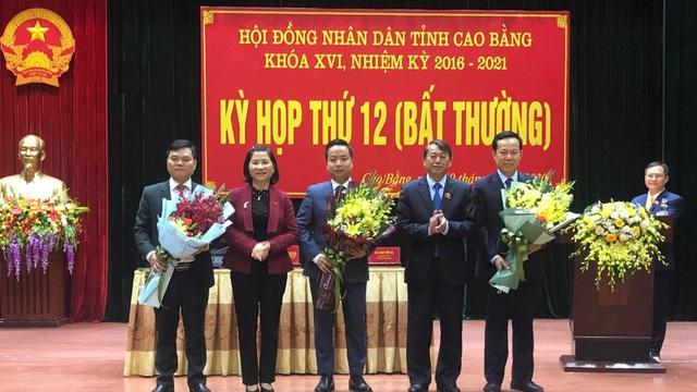 Thủ tướng phê chuẩn kết quả bầu bổ sung nhân sự Cao Bằng, Vĩnh Long