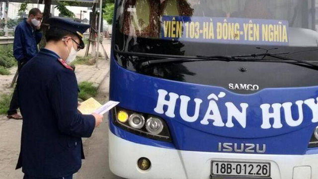 Hà Nội: Xử phạt 24 trường hợp phương tiện vi phạm cách ly xã hội