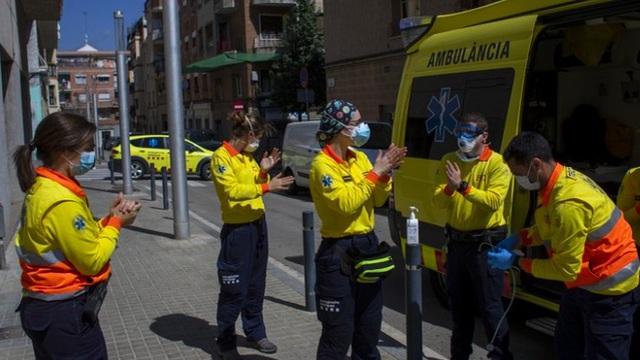 Sau vài ngày giảm, số người tử vong vì COVID-19 ở Tây Ban Nha lại tăng