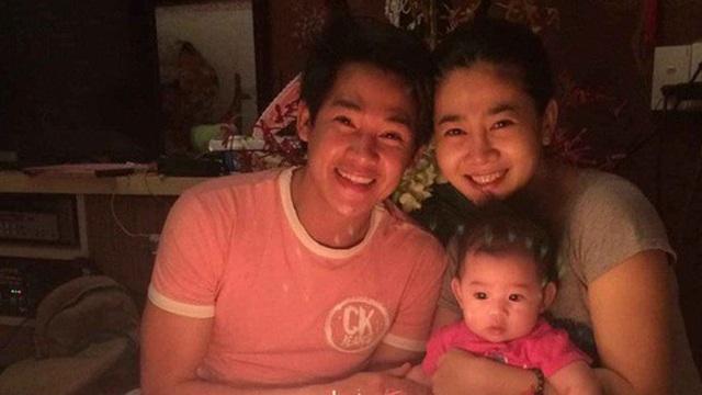 Nghẹn ngào hình ảnh gia đình hạnh phúc hiếm hoi của Phùng Ngọc Huy và cố diễn viên Mai Phương: Nụ cười nói lên tất cả!