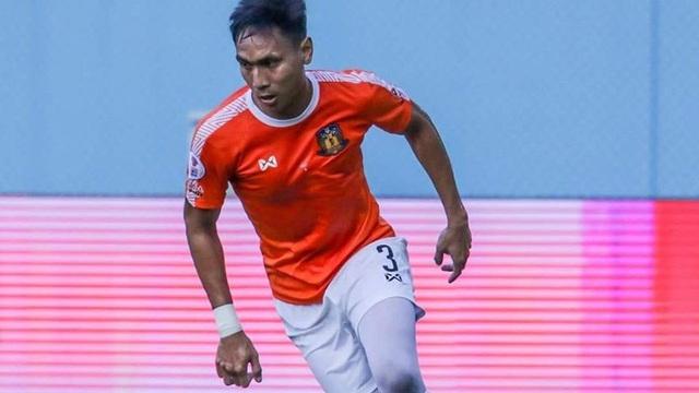 Cầu thủ đầu tiên ở Thai League mất hợp đồng vì COVID-19