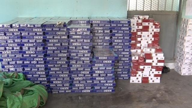 Vận chuyển 13 ngàn bao thuốc lá lậu trong đêm khuya