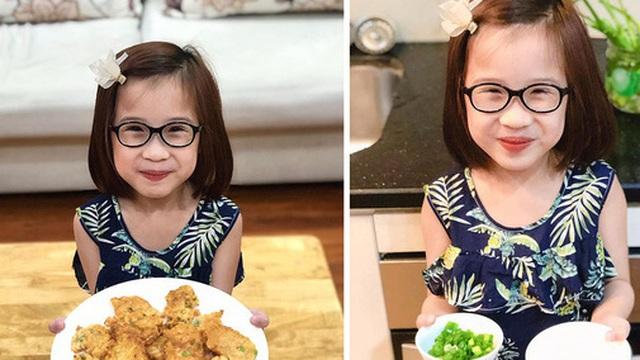 """Bé gái ở Hà Nội cấp 1 đã biết đi chợ nấu cơm cùng mẹ, nấu được cả những món đến người lớn cũng """"lắc đầu lè lưỡi"""" chịu thua"""