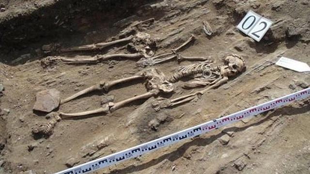 Giải mã bí ẩn về xác đôi tình nhân nằm cạnh nhau trong mộ cổ suốt 5.000 năm